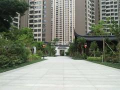 小区中央凉亭兰庭苑正门入口(小区专家680731)