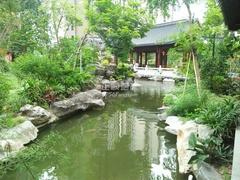 小区中央 人工湖+假山(小区专家680731)