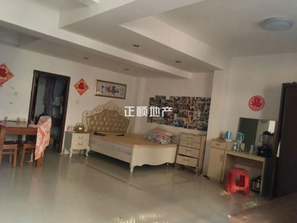 单栋别墅,业主改装8个房间在出租,业主比较急出售,价格有谈的空间 。稳定回报,生