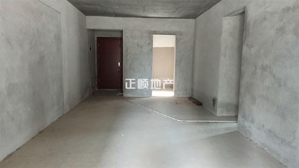 雅居乐万象郡 毛坯4房 格局方正 带私家平台100多平米