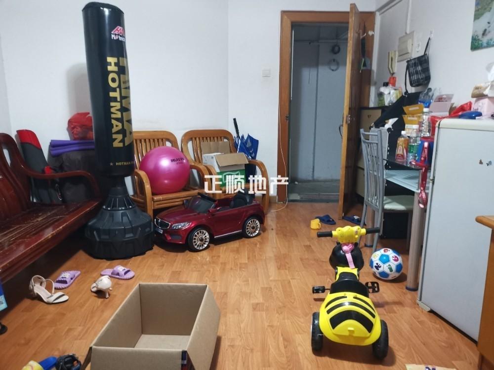 新香洲华润万家旁,隆泉新村1房出售63.5万价格实惠,手慢则无
