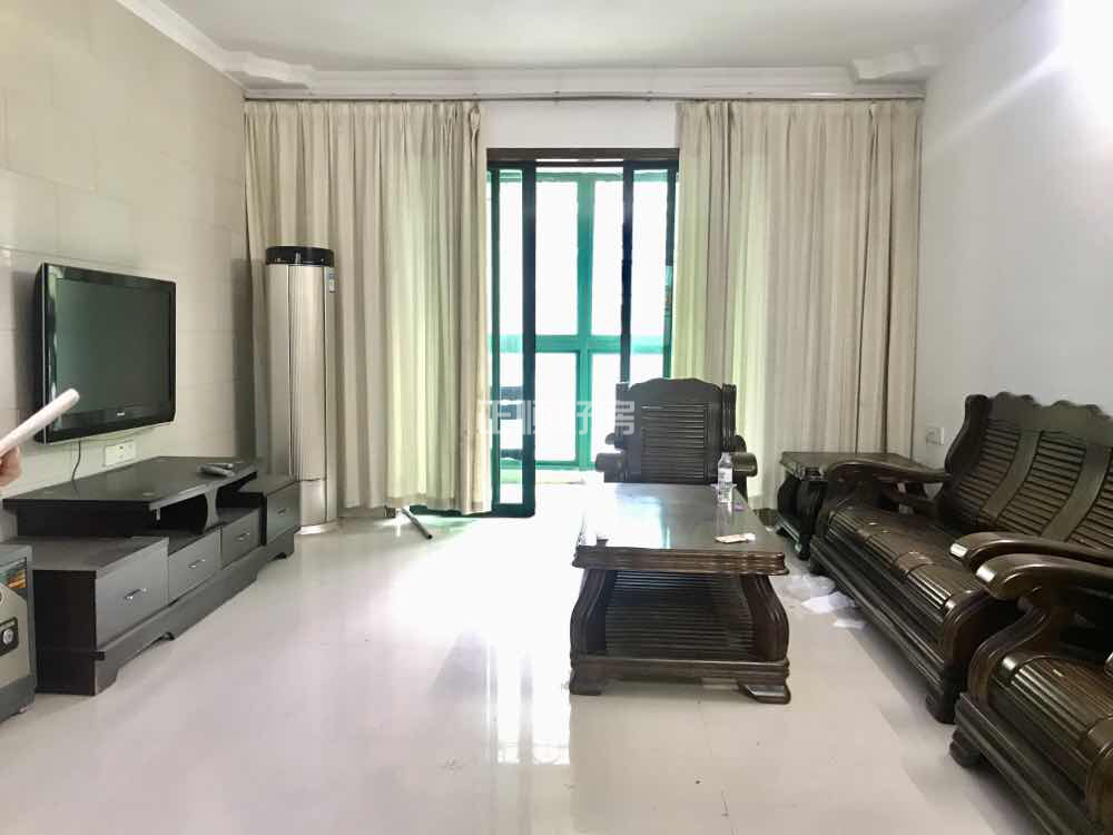 金湾 金涛园 精装修3室2厅132平低价出租 家电齐全