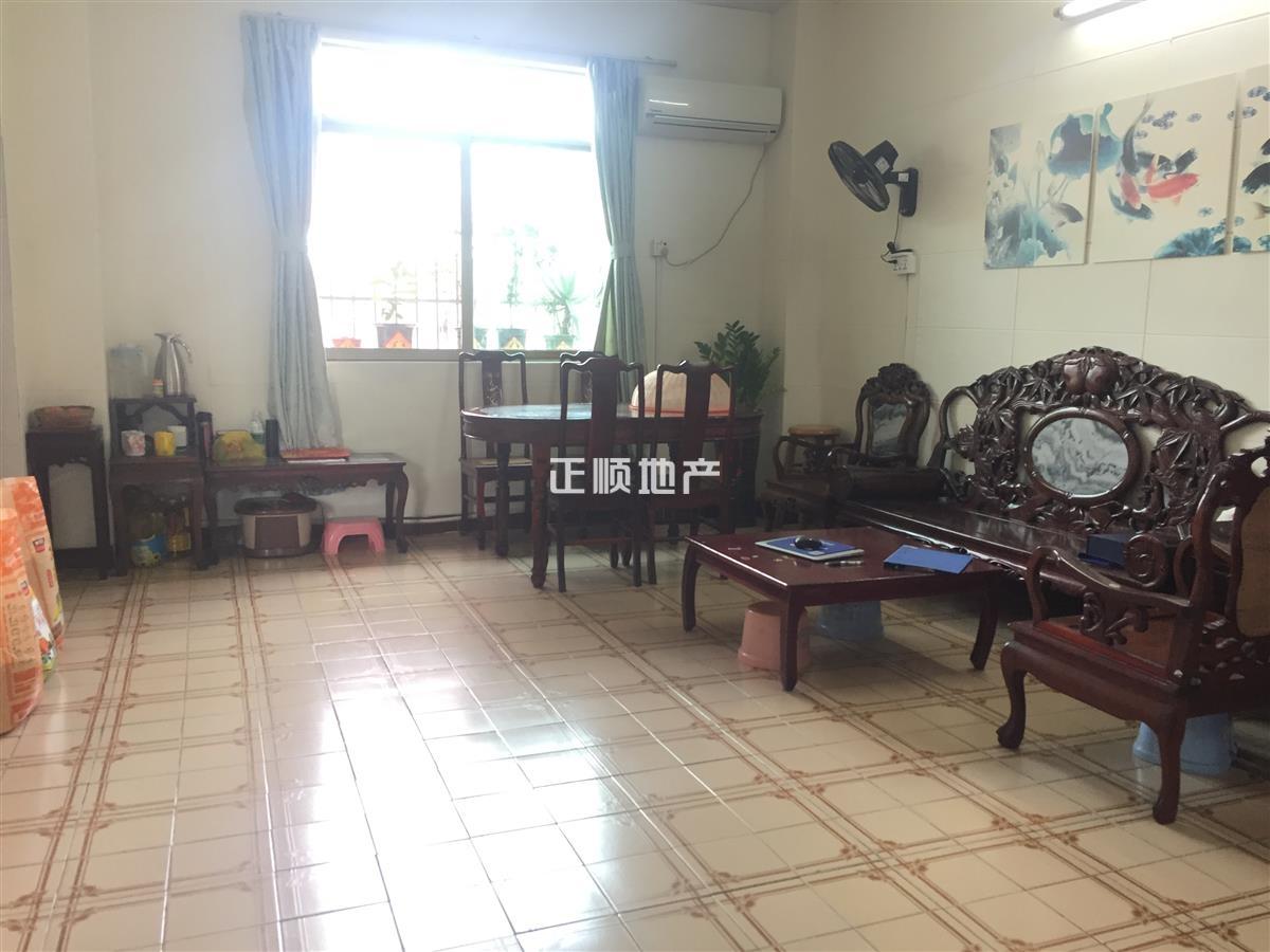 凤凰北 碧涛路住宅  居家精装修   四房一厅  看房方便