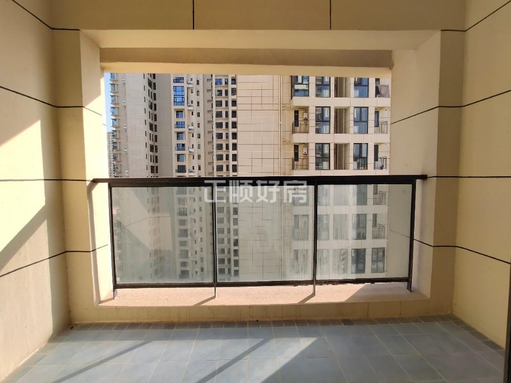 横琴口岸,K2荔枝湾,精装3房,稀缺户型出售。