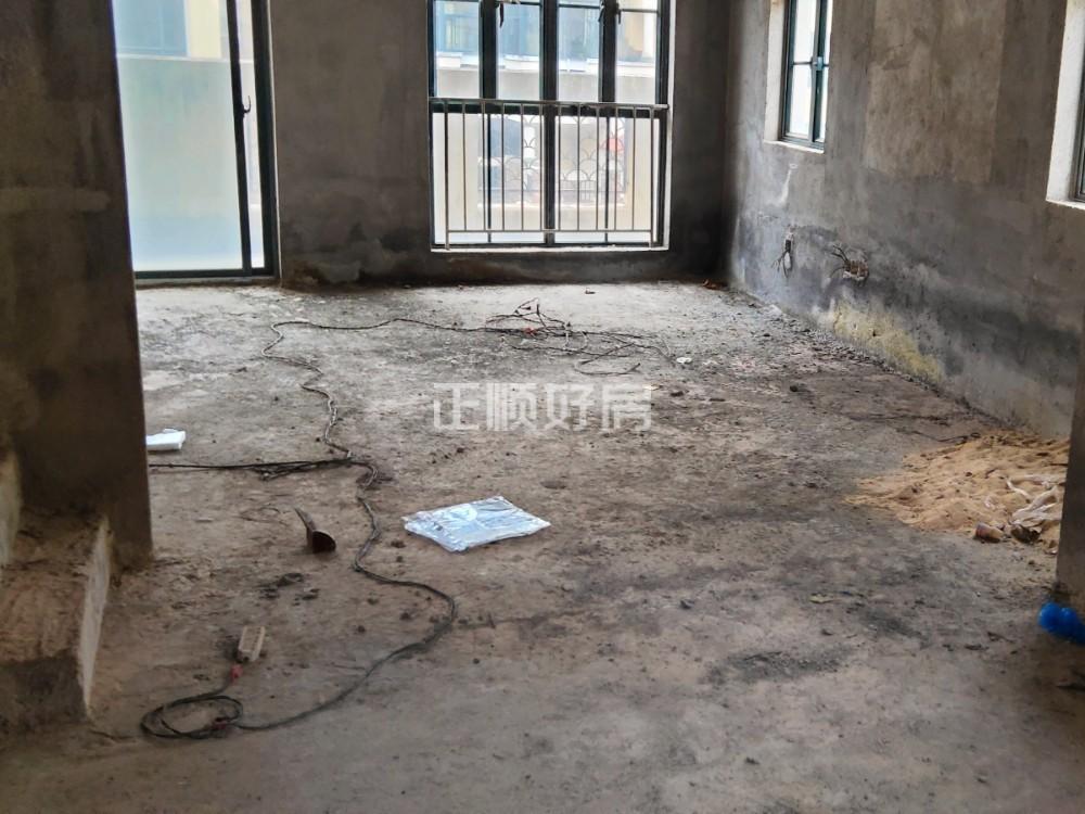西班牙风情三层叠墅,满五唯一,金湾一小学区,毛坯房出售,学区没占用。